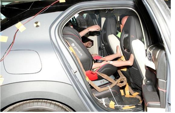 「直击现场」领克与环球娃娃共同参与C-NCAP碰撞测试,表现如何?